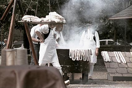 Museumsfest: Garnbleicher in ihrer traditionellen Handwerkskleidung