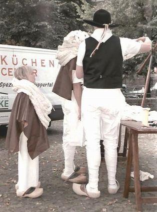 Vor etlichen Jahrhunderten mussten auch die Kinder mit anpacken. Auf dem Museumsfest natürlich nur zur Demonstration.